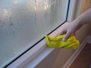 por qué tengo agua en las ventanas