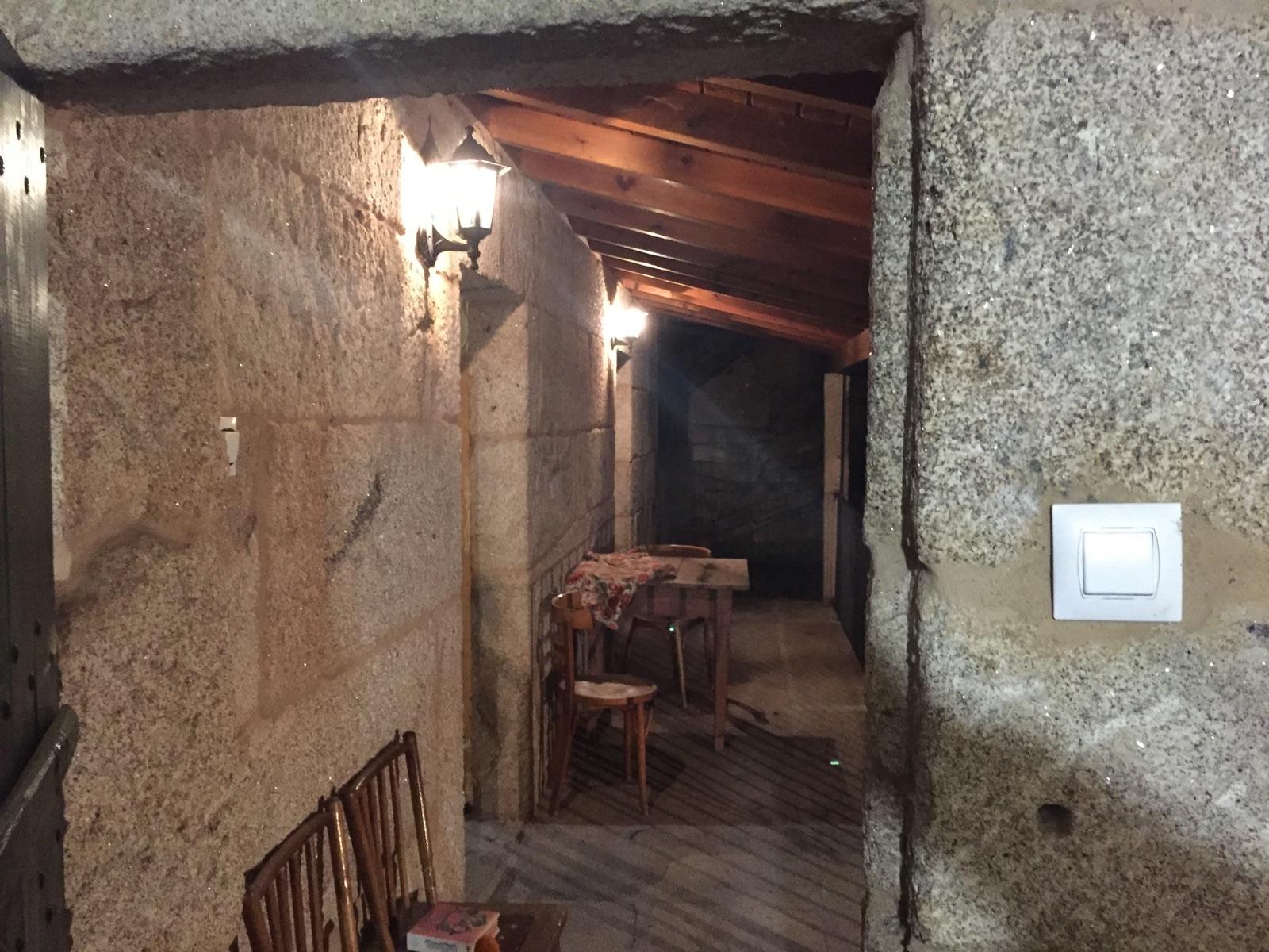 Casas de piedra con humedad hume ingenier a - Aislar paredes interiores ...