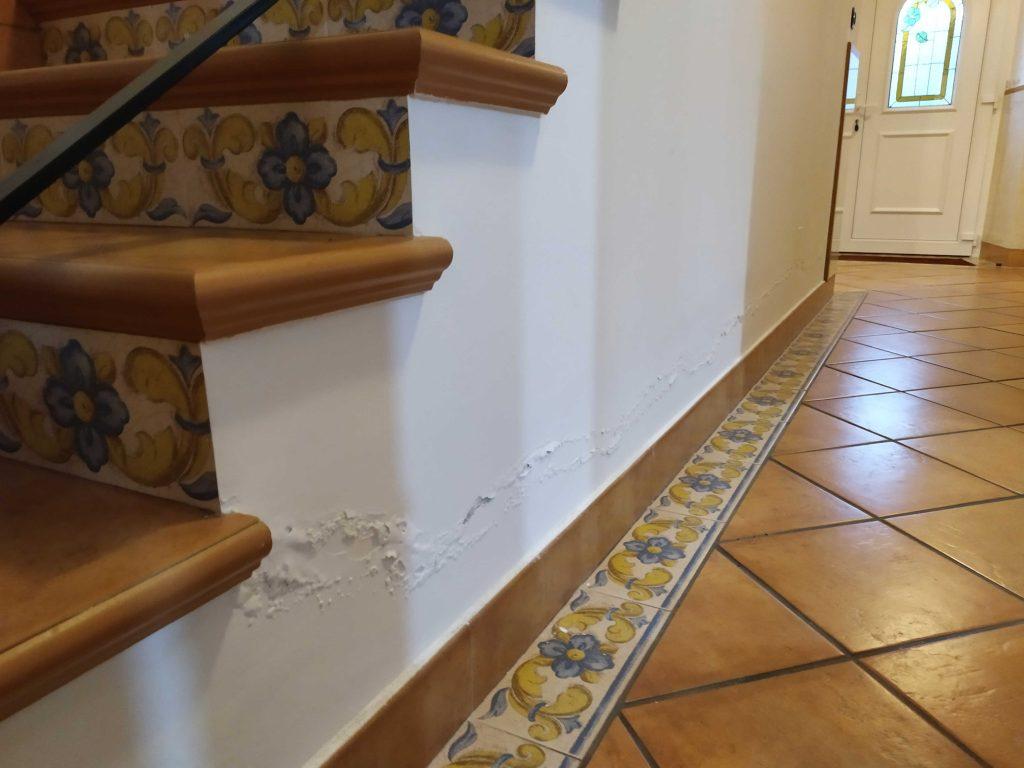 ejemplo-de-humedad-por-capilaridad-en-escaleras